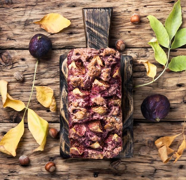 Figs bread with hazelnut
