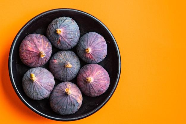 イチジクフルーツ新鮮なすぐに食べられる食事スナックテーブルコピースペース食品背景素朴な上面図