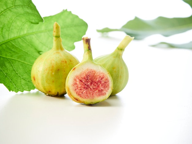Figs fruit with leaves