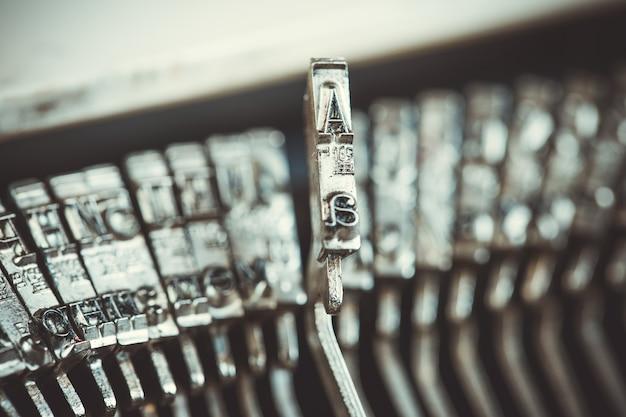 Цифры и буквы пишущей машинки