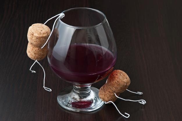 ワインのコルクとワインのグラスからの数字