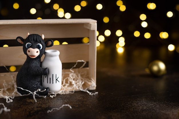 小さな雄牛とクリスマスライトの置物