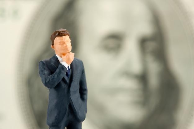 知恵の実業家の置物