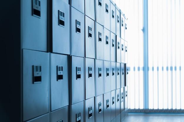 Шкаф для хранения документов в офисе