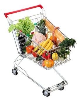 Заполненная тележка для покупок с едой, изолированное изображение на белой поверхности.