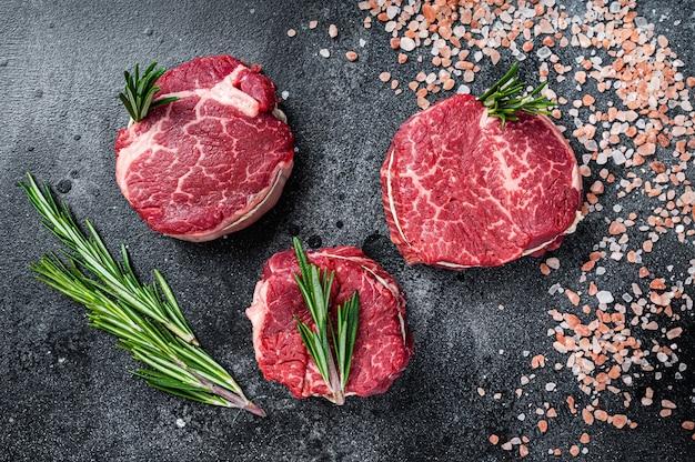 Филе миньон вырезка сырое мясо говяжьи стейки на мясном столе