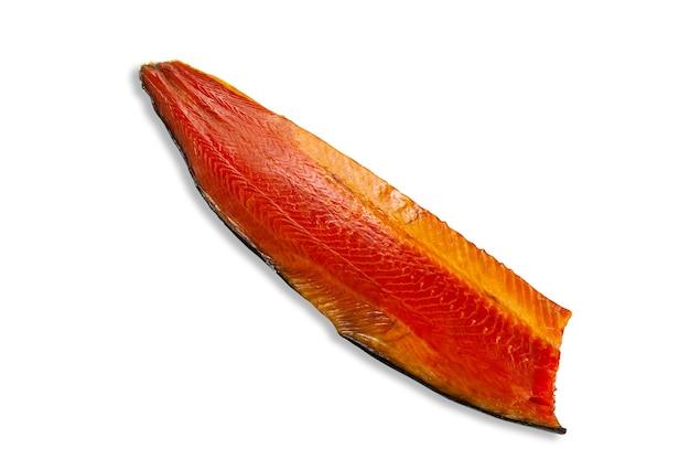 Филе атлантического лосося. копченый. белый фон. изолированные