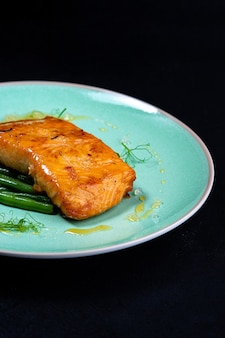 Fillet of salmon with asparagus dark