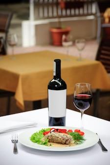 Filletto al pepe verde and wine