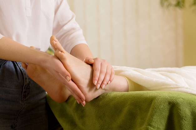 Filling the foot with reiki energy