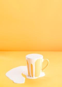 Заполнение слишком большого количества молока в кружку