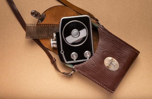 Пленочная камера в винтажном стиле. исторический аппарат.