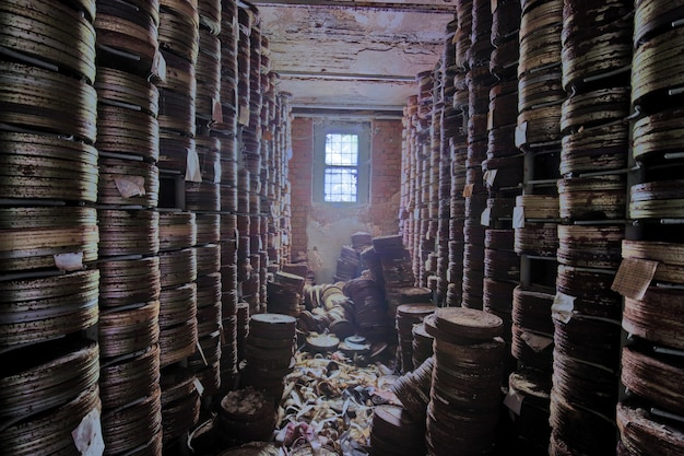 放棄された映画スタジオでの映画の保管 Premium写真
