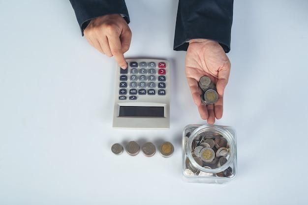 재무 및 회계 개념. 책상에 작업 비즈니스 우먼