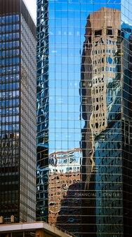 Финансовый центр. современная архитектура манхэттена. манхэттен - самый густонаселенный из пяти районов нью-йорка.
