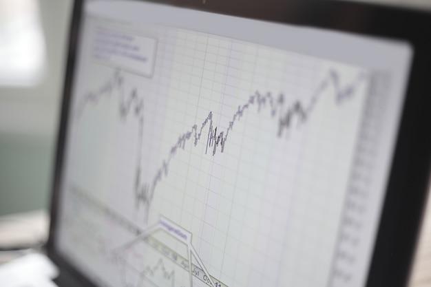 明るいぼやけた背景の財務チャート。ビジネスコンセプト。