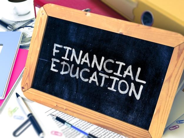 Финансовое образование рисованной на доске.