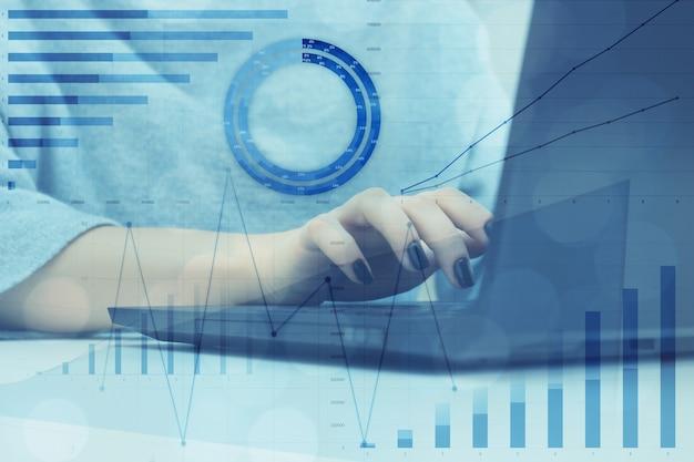 Financial expert analyzes stock economic indexes on market