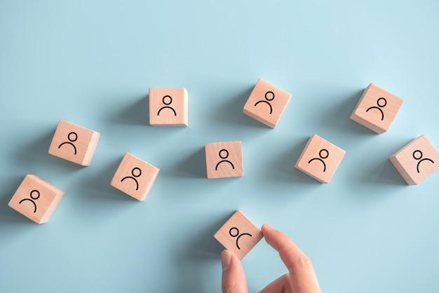 リーダー、人事管理、採用および採用コンセプトを見つけます。
