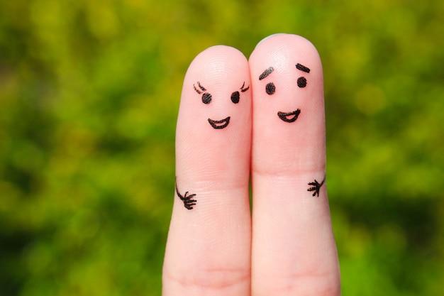 幸せなカップルの指アート。男と女の抱擁