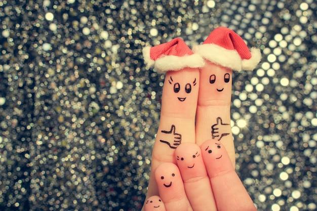 Пальцевое искусство большой семьи празднует рождество