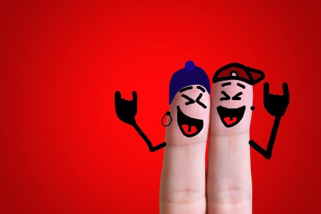 함께 바위를 즐기는 손가락 얼굴