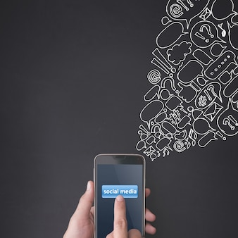 소셜 미디어 개념 스마트 폰 누르면 손가락