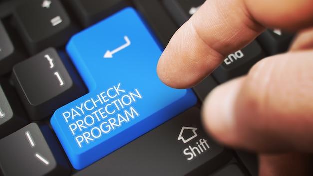 Paycheck 보호 프로그램 기호로 흰색 키보드 파란색 버튼을 누르는 손가락. 3d.