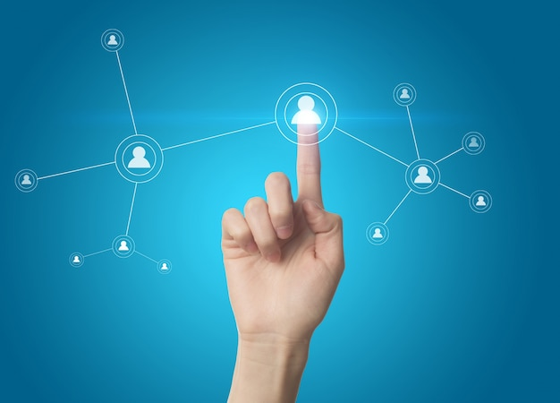 Finger нажатием кнопки социальной сети на сенсорном экране