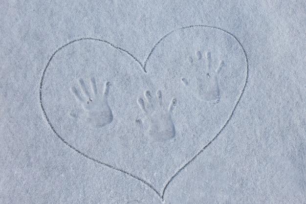 Отпечаток пальца на снегу