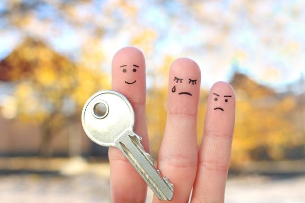 싸움 중 가족의 손가락 예술. 남자와 여자의 개념은 이혼 후 재산을 나눌 수 없습니다.