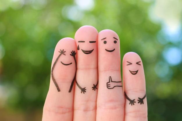 Пальцевое искусство семьи. концепция группы смеющихся людей.