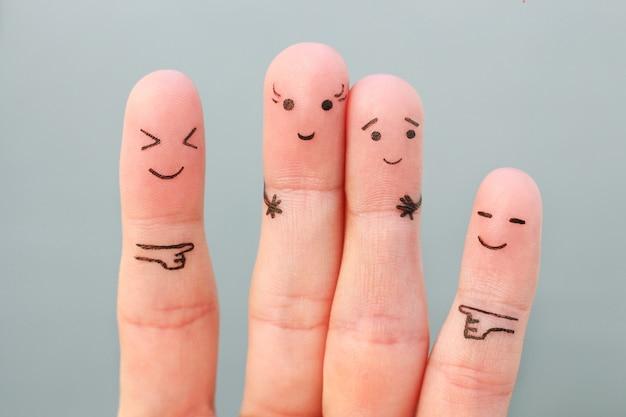人の指アート。男より背が高く、周りを笑うコンセプトの女性。