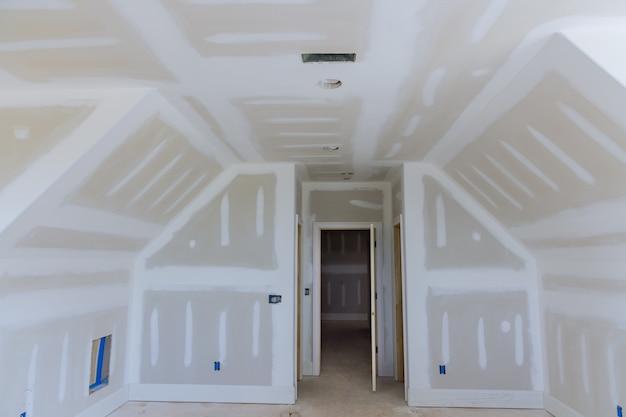 건설 건축 산업 건설로 설치하기 전에 새 주택 세부 사항 완료