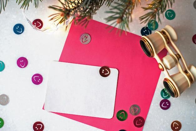 オペラグラス、fir支店、youtテキストのホワイトペーパーと抽象的な創造的なクリスマスの背景