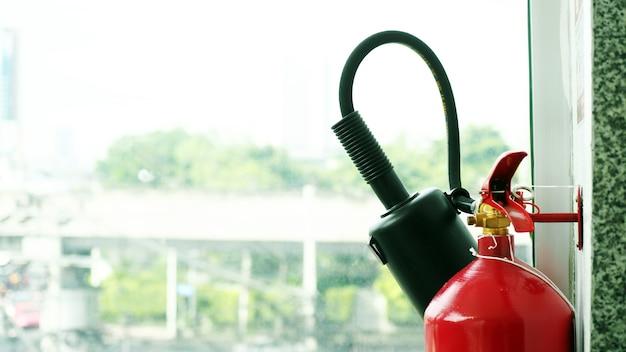 Огнетушитель в офисе