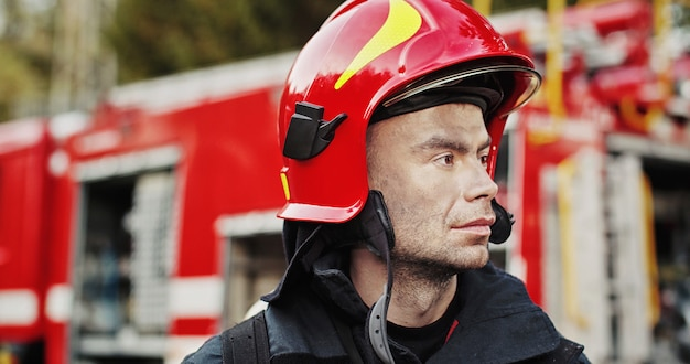 当番の消防士の肖像画