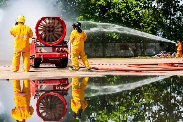 Пожарный в огне