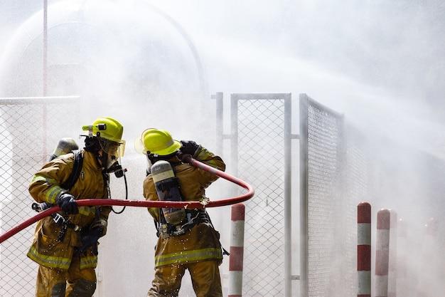 火の上の消防士