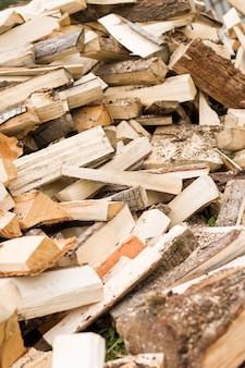 薪の背景は、スタック上の薪を刻んだ