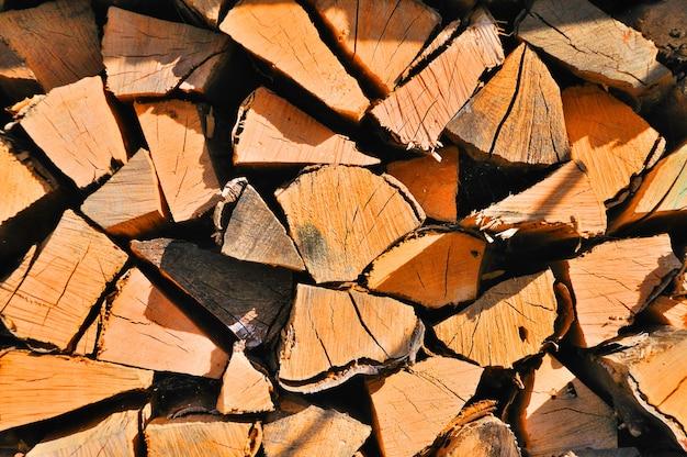 薪を挽いた後の薪の質感