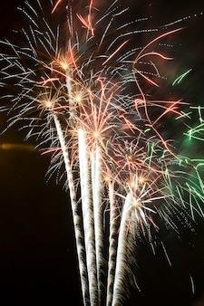 Фейерверк ночью, пожарные замки