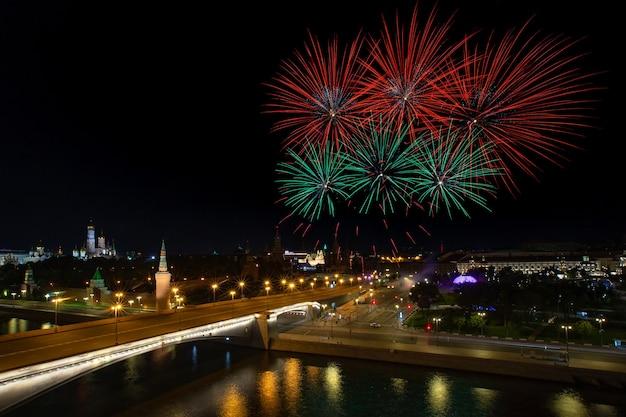 軍楽隊の祭典中の花火