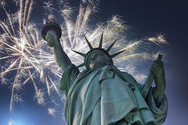 7월 4일 독립기념일 자유의 여신상 불꽃놀이