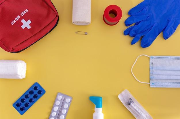 Аптечка бинты bandaids таблетки медицинские перчатки маска для лица шприц-спрей