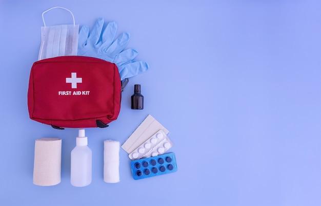 Аптечка бинты перекись водорода повязка йод медицинские перчатки маска для лица таблетки