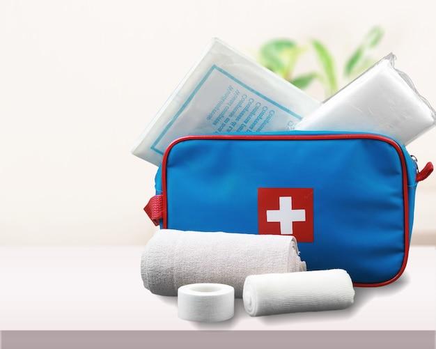 Аптечка с медикаментами на