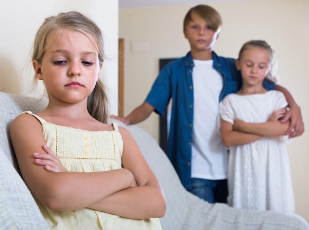 첫 번째 사랑 : 소녀와 아이들의 별거
