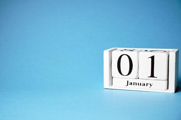 Первый день января календарный месяц зимний с копией пространства.