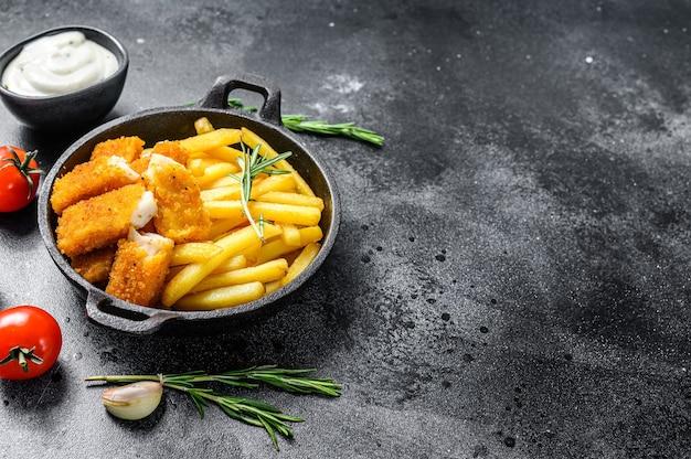 Fish and chips, британский фастфуд с соусом тартар